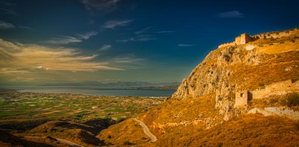 14 Ιανουαρίου 1822 : Παράδοση της Ακροκορίνθου από τους τούρκους στους Δημ. Υψηλάντη & Θεοδ. Κολοκοτρώνη.